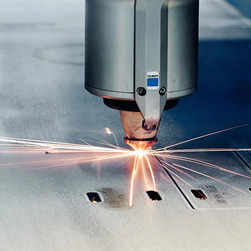 Trumpf Laser im Einsatz im Leistungsbereich Blech lasern - King GmbH Blechverarbeitung in Fluorn-Winzeln