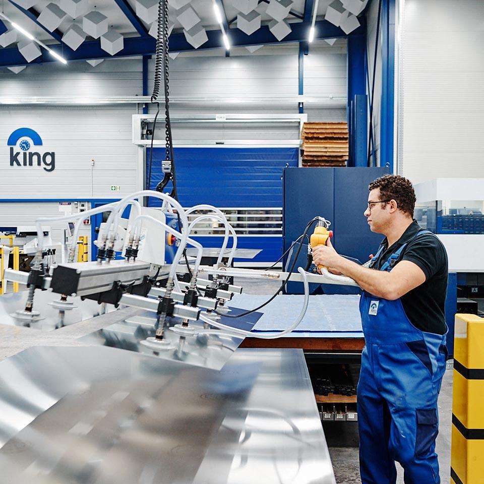 Experte im Einsatz im Leistungsbereich Blech lasern - King GmbH Blechverarbeitung in Fluorn-Winzeln