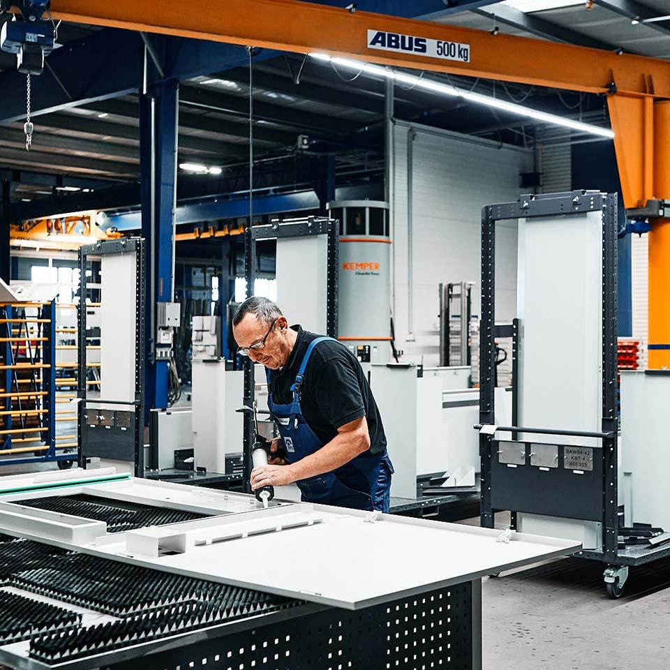 Spezialist im Leistungsbereich Maschinenverkleidung - King GmbH Blechverarbeitung in Fluorn-Winzeln