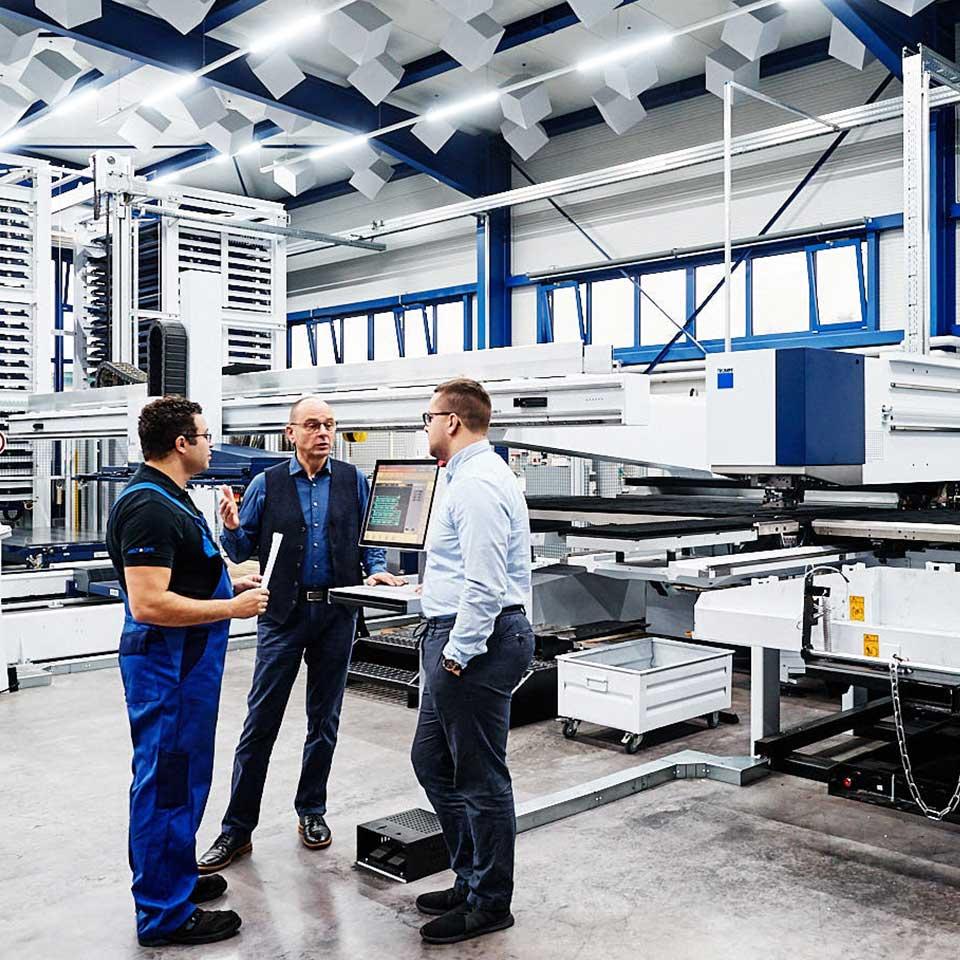 Besprechung im Bereich Qualitätsmanagement - King GmbH Blechverarbeitung in Fluorn-Winzeln